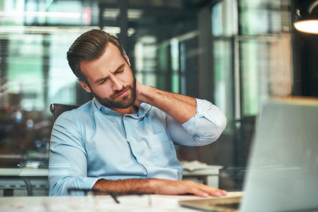 bóle pleców i zmęczenie w pracy