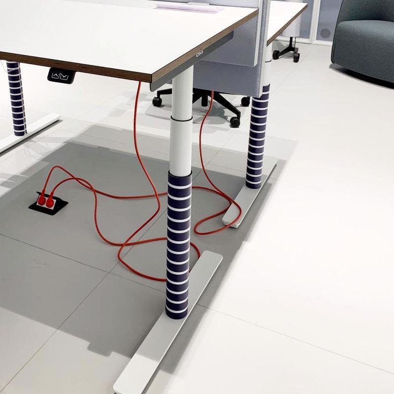 biurko regulowane system porządkowania kabli